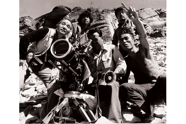 _Film-Stills---Old-Well-(with-Zhangyimou-far-right,-wu-tianming-middle)