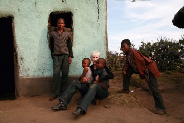 Annie Lennox with Sibongiseni Maghubela (left) and his three younger brothers, Mzukisi, Veiile and Siphesihle