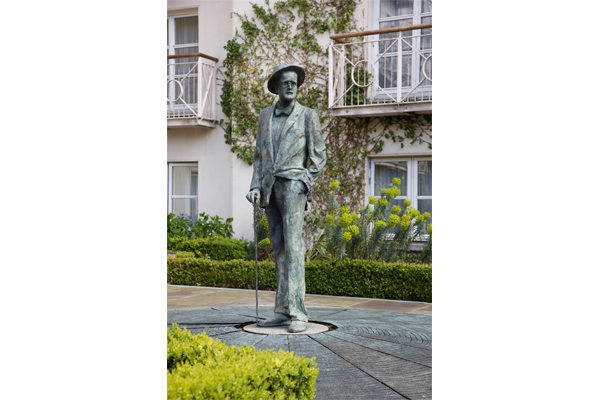 Statue James Joyce Merrion Hotel