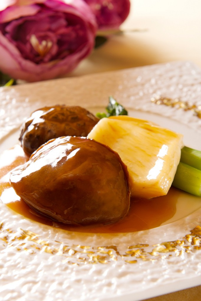 Fook Lam Moon_Braised Abalone and Fish Maw