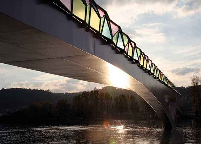 Pedro e Ines Bridge, Mondego River. Coimbra - Portugal. Design by Cecil Balmond & AGU, 2004. Photography by Alex Fradkin, courtesy of Balmond Studio