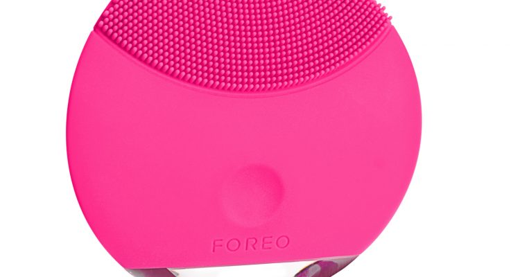 foreo_luna-crop_mini_product_front_magenta