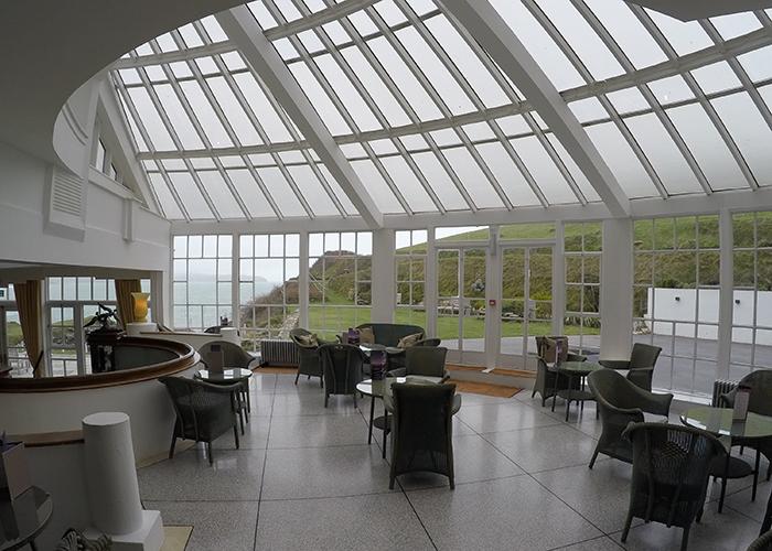 Glass visits burgh island hotel devon a little 1920s for Art deco hotel devon