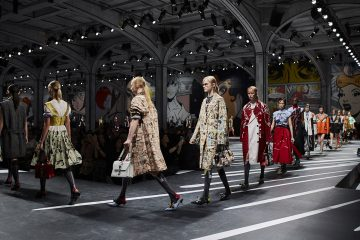 Prada Women's SS18 Fashion Show_Parade 01