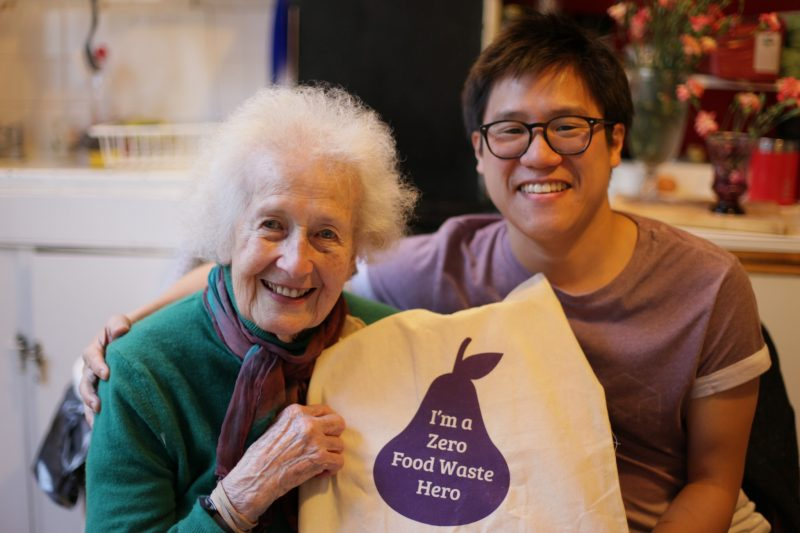 Second World War interloper inspires famous cook to assistance feed those Londoners in need