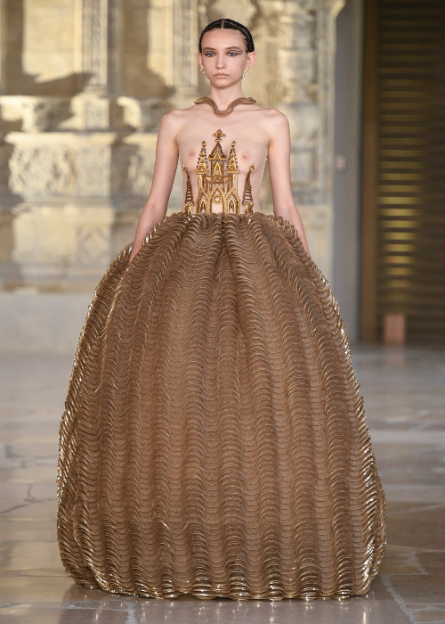 Guo Pei L'Architecture AW18 Look 27